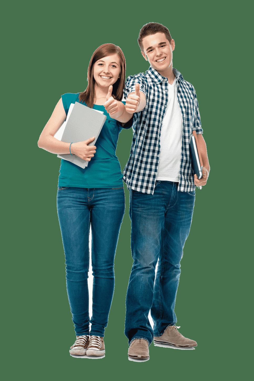 étudiant masculin et féminin debout, souriant et montrant les pouces vers le haut